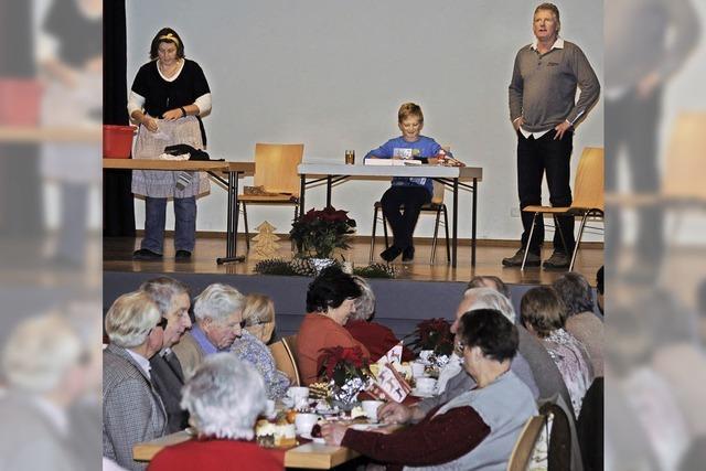 Senioren fühlen sich bei Adventsfeier gut unterhalten