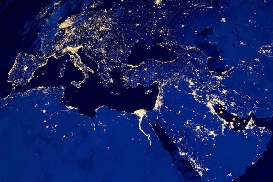 Fotos Satellit Macht Fotos Der Erde Bei Nacht Panorama