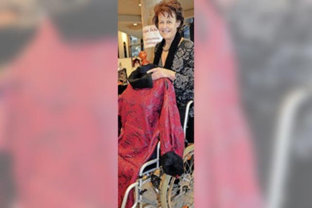 Auch im Rollstuhl schick gekleidet