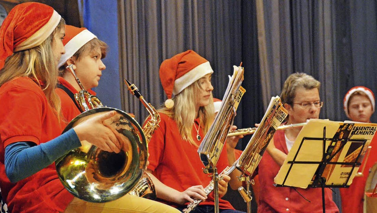 Das Bläserensemble der Musikschule mac...n Auftakt bei der AWO-Weihnachtsfeier.    Foto: Steineck