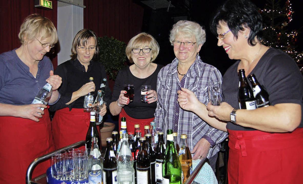 Fleißiges AWO-Team mit  der Vizevorsitzenden Evi Bergen (Zweite von rechts)  | Foto: Petra Wunderle