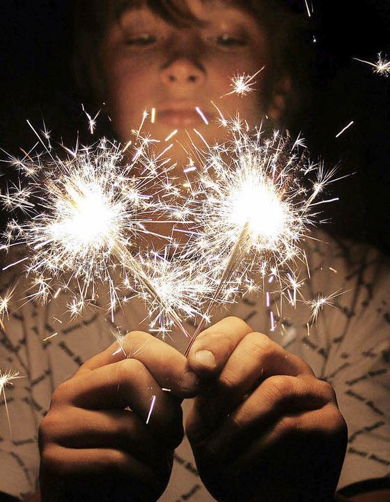 Wunderkerzen sind schön, gehören aber  nicht in Kinderhände.     Foto: Fotolia/Farbkombinat