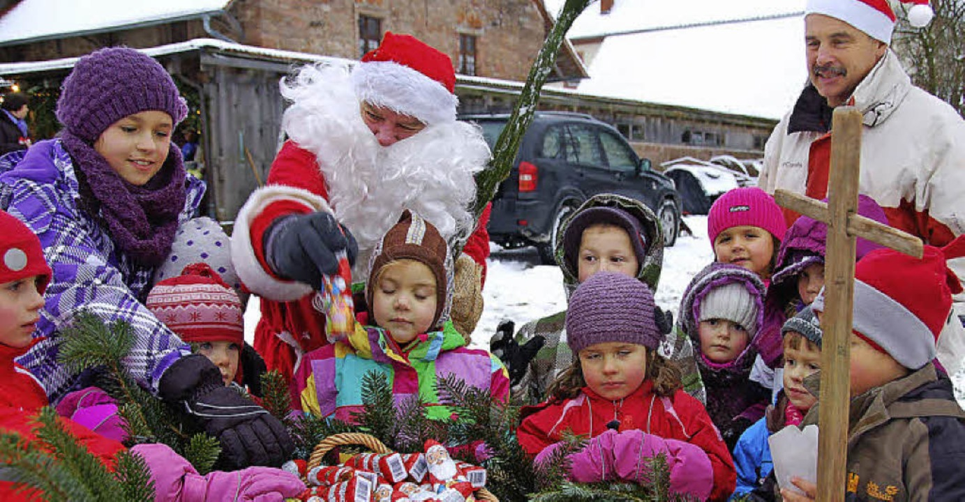 Die Kinder konnten sich auf dem Weihna...eiamt über Besuch vom Nikolaus freuen.    Foto: Pia Grättinger
