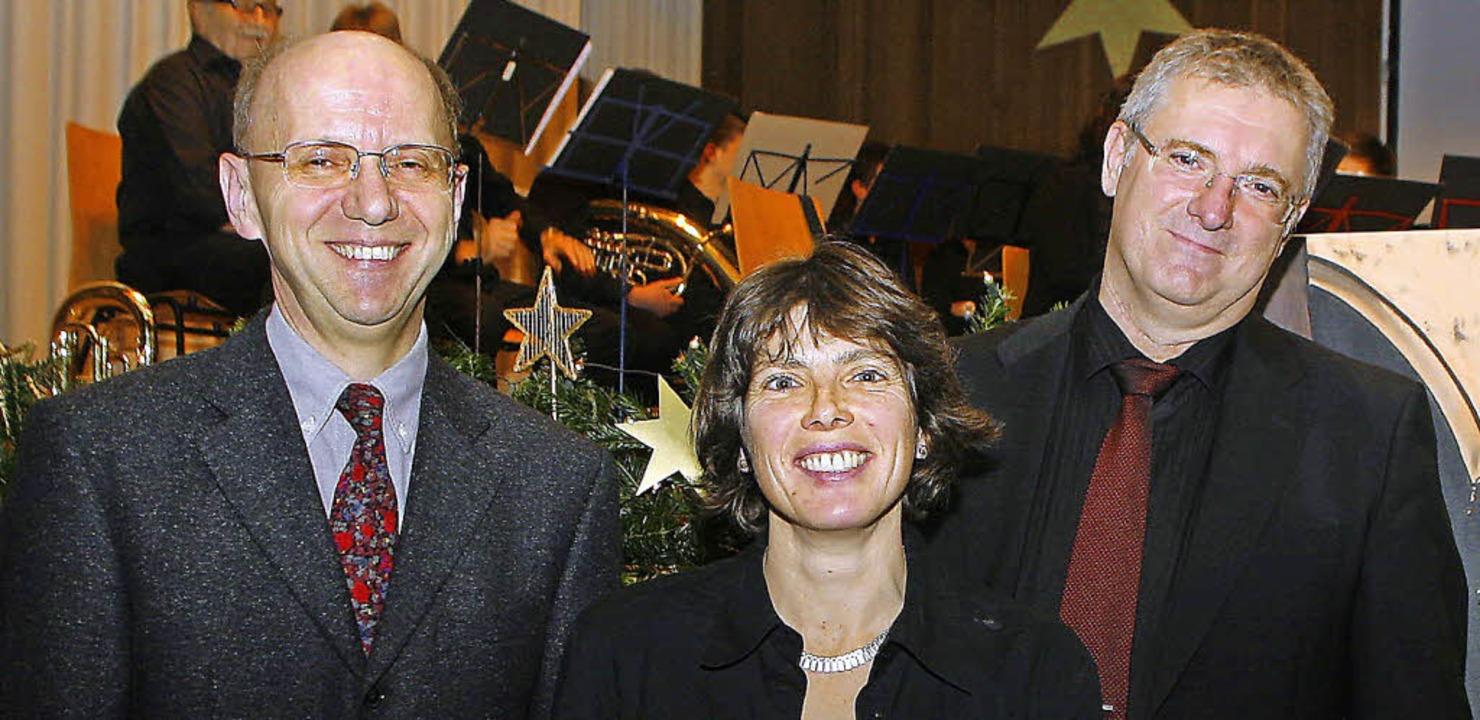 Der Vorsitzende Klaus-Herbert Jung und...rabschieden  Hanjo Gißler (von links).    Foto: Heidi Foessel