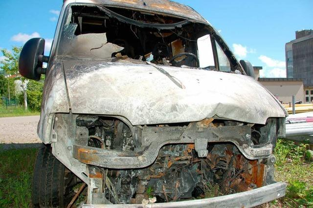 Bad Säckingen: Ausgebrannter Jugendhaus-Bus im ARD-Tatort