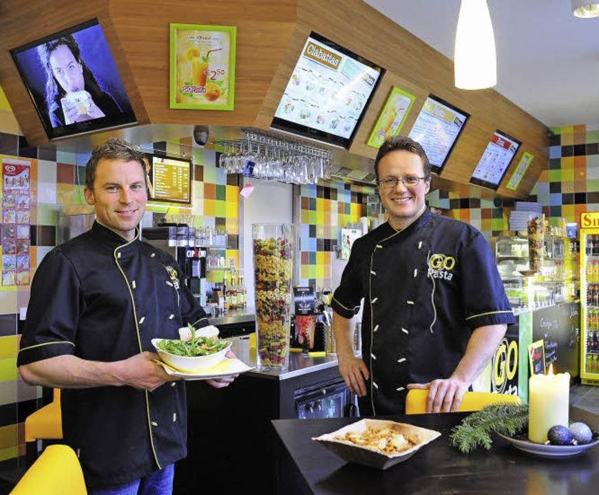 Daniel Beier (links) und Axel Gellautz...enfroh gestalteten Schnellrestaurant.   | Foto: Thomas Kunz