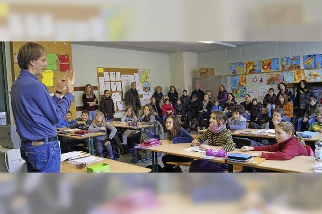 Sonderunterricht im Gymnasium zur Vorstellung der Schule
