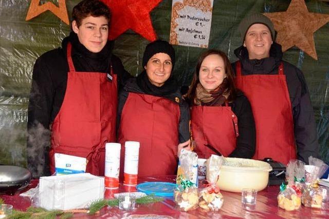 BZ Azubis auf dem Emmendinger Weihnachtsmarkt