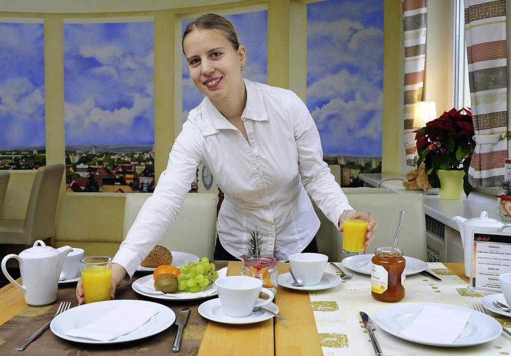 Kerstin Fenske hat mit Hilfe der Integ...otel ein leckeres Frühstück bekommen.   | Foto: Thomas Kunz