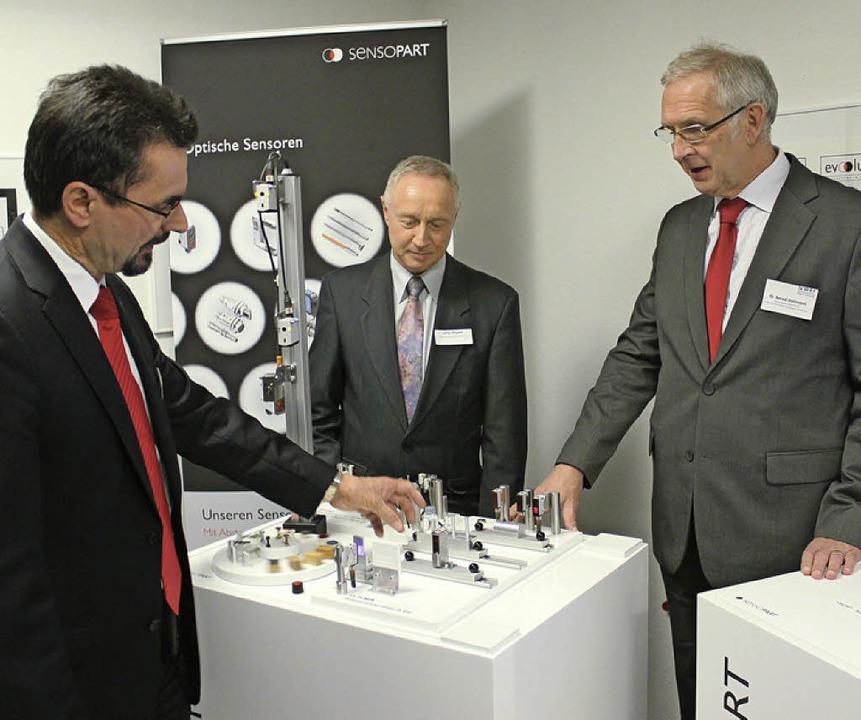 Sensopart- Chef Theodor Wanner informi...die neuesten Sensoren aus Gottenheim.   | Foto: mario schöneberg