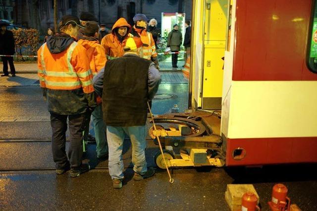 Flackern im Stromnetz legte Schienenschleifer lahm – Halbierte Tram wird repariert