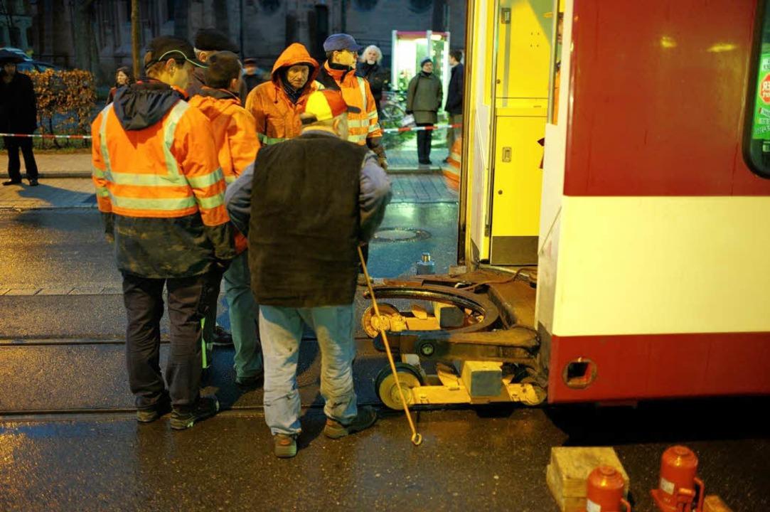 Knacks am Drehgelenk: Weil Bolzen brac...te die VAG aus einer Bahn zwei halbe.   | Foto: Peter Sliwka