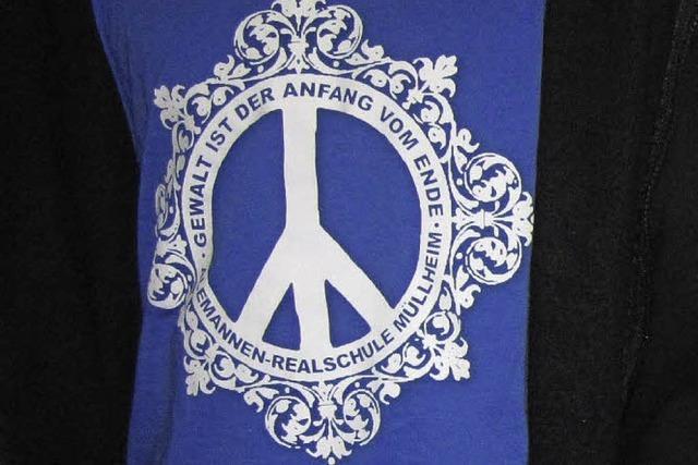Friedensbotschaft per Schul-Shirt