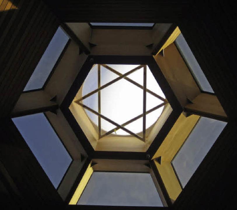 Blick von der Synagoge in den Himmel    Foto: Privat