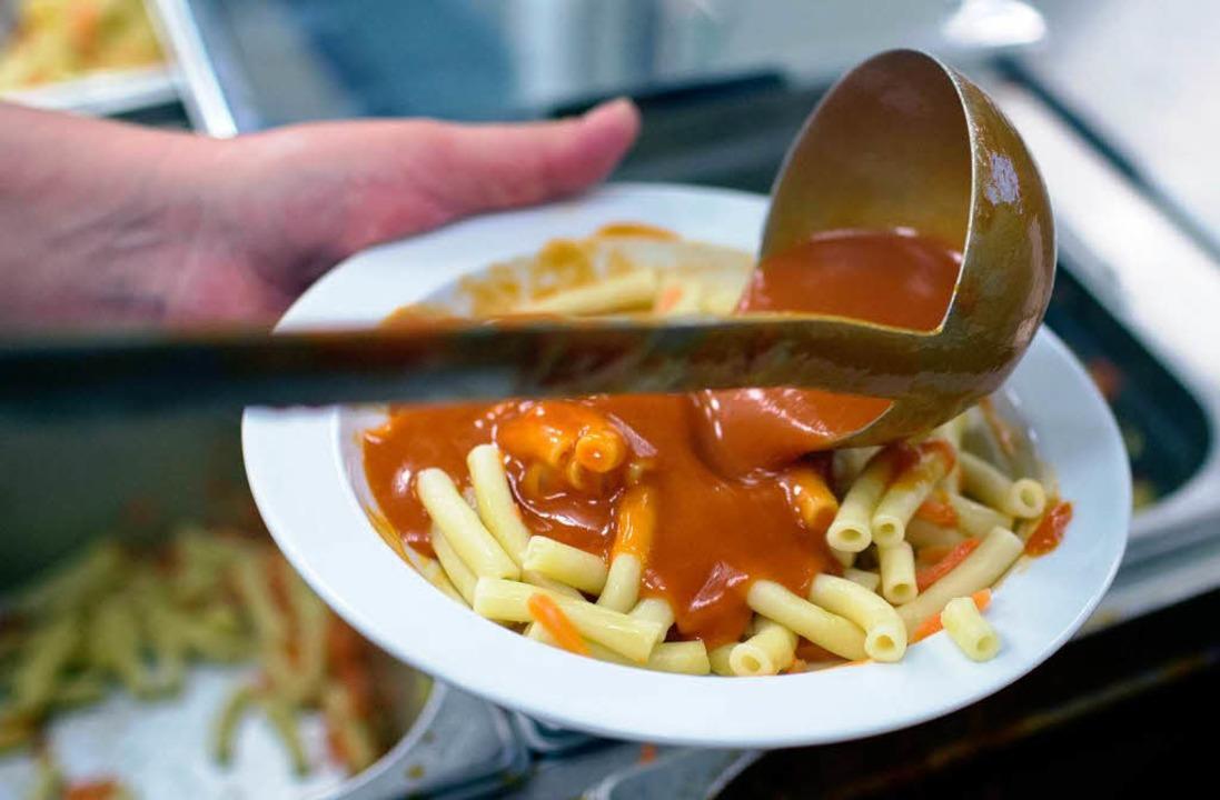 Essensausgabe in einer Schulküche  | Foto: dpa