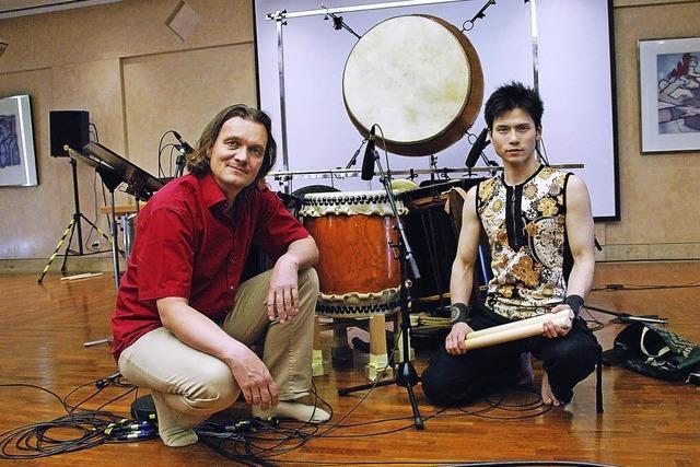 Yuujou Walter Lang und Takuya Taniguchi musizieren im Blue Notes