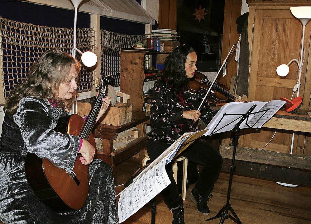 """Ulrike Hethey (Gitarre) und Susana Gut...#8222;Sonne"""" angeknüpft werden.     Foto: Karin Heiß"""