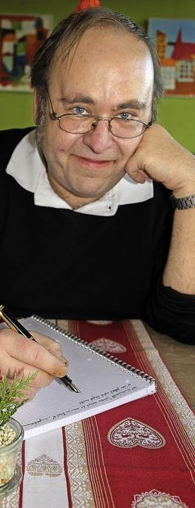 Markus Kastenholz hat Abenteuer im Kop...er in der Hand, um sie aufzuschreiben.  | Foto: SAbine Model