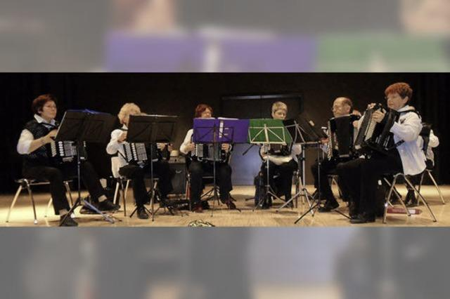 Hexentäler Dorfspatzen: Senioren feiern im Forum