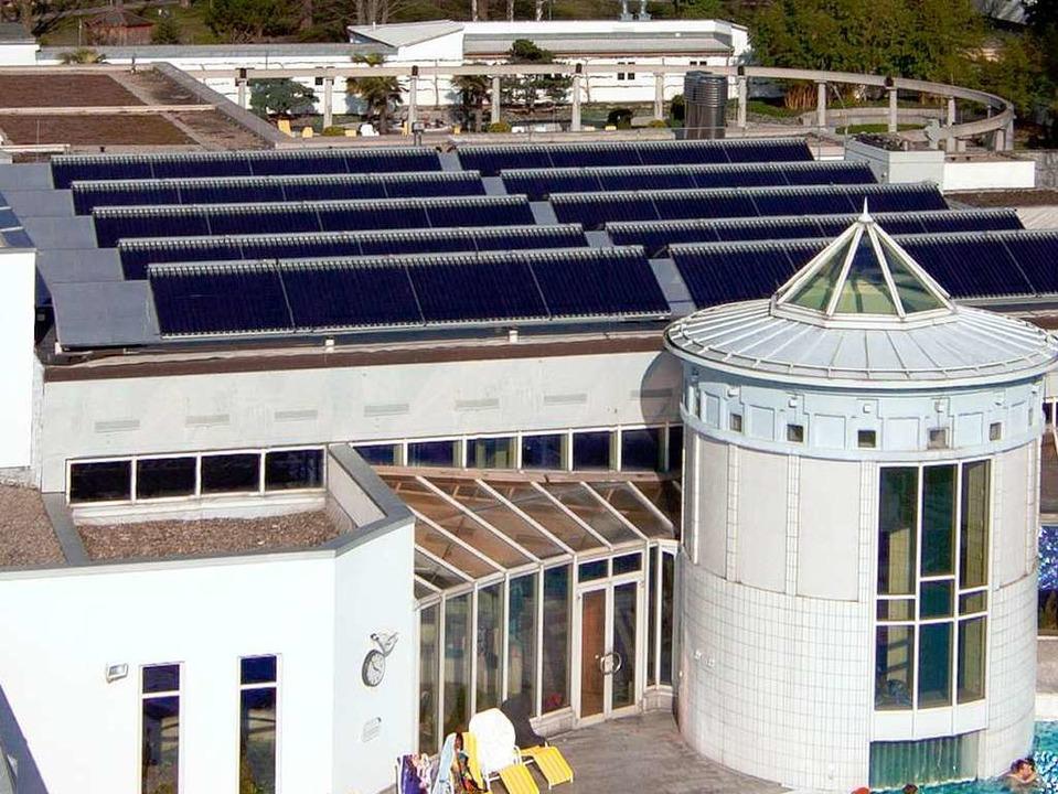 Herzstück des ressourcenschonenden Ene... Solaranlage auf dem Dach der Therme.     Foto: Kur und Bäder GmbH