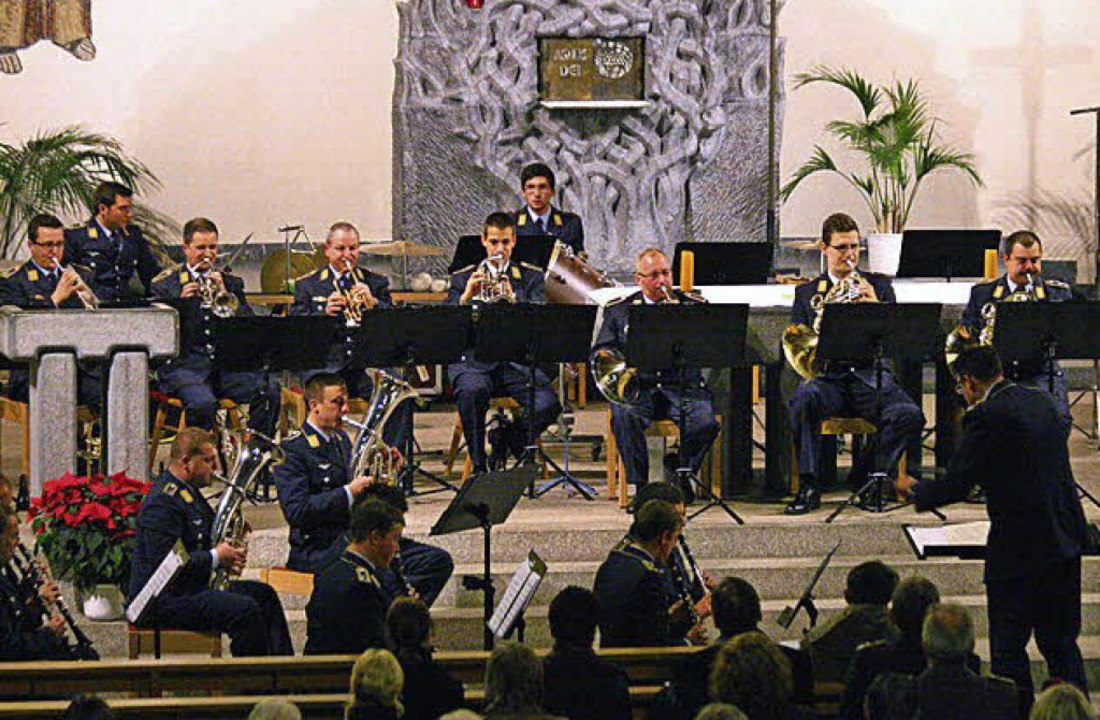 Seit 1994 tritt das Luftwaffenmusikkor...daran erstmals grundsätzliche Kritik.   | Foto: privat
