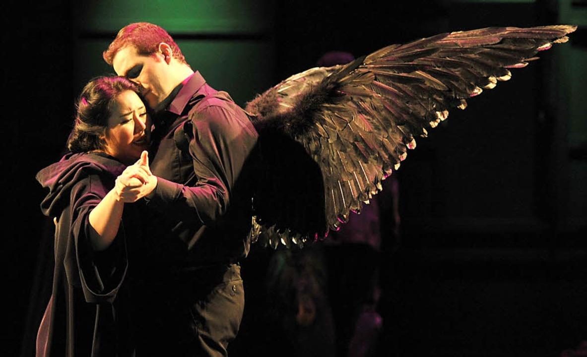 Das Liebespaar beim Tanz: Sunyoung Seo...elia und  Riccardo Massi als Riccardo   | Foto: Hans Jörg Michel