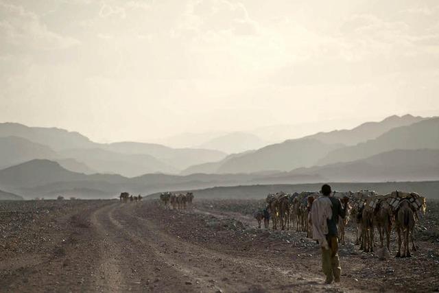 Polizisten erweisen sich in der Wüste als Wasserdiebe