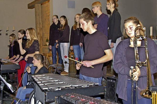 Gymnasiasten musizieren zum Advent