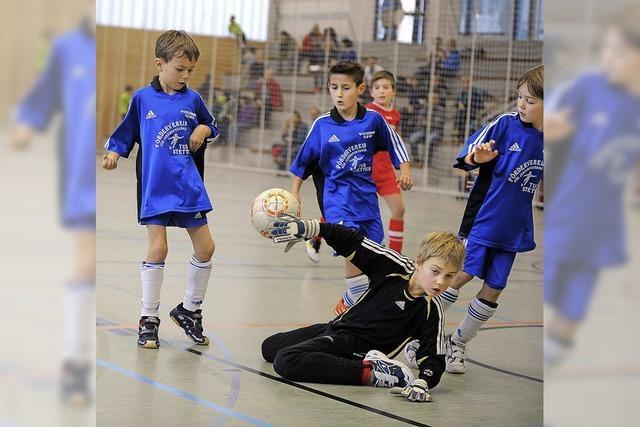 Hallenbezirksmeisterschaften im Futsal: Jugendfußballer nehmen erste Hürde