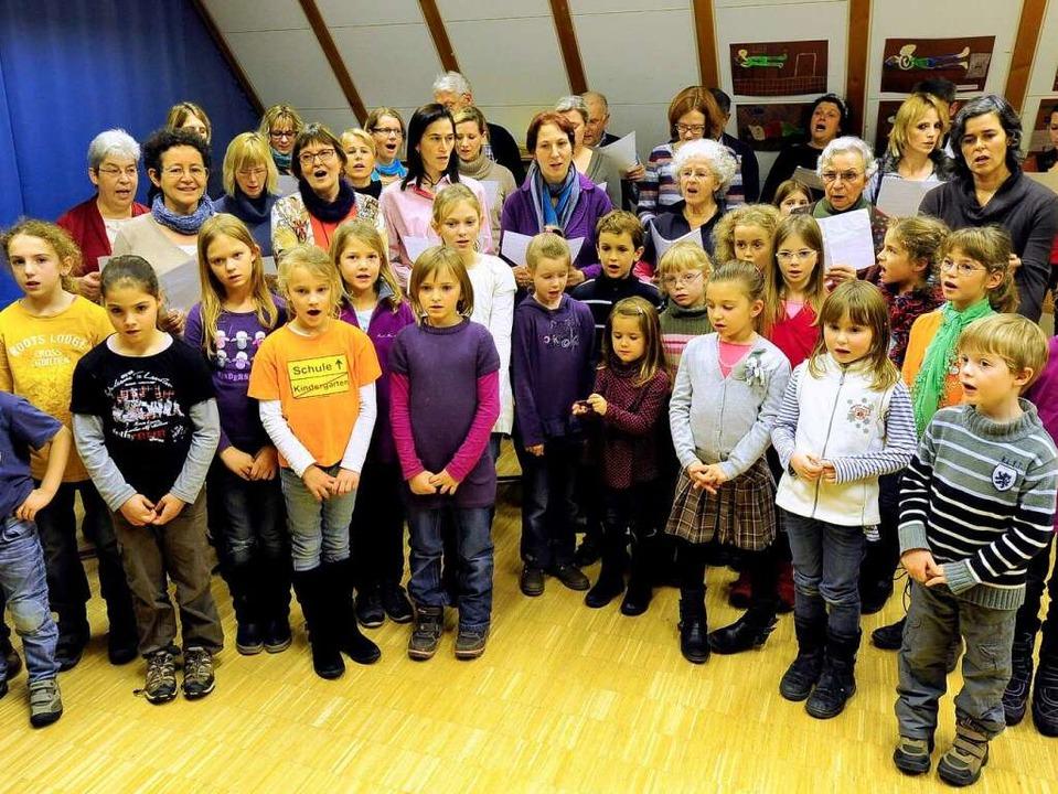 Beim Quempassingen in Waltershofen machen Kinder und Erwachsene mit.  | Foto: Ingo Schneider