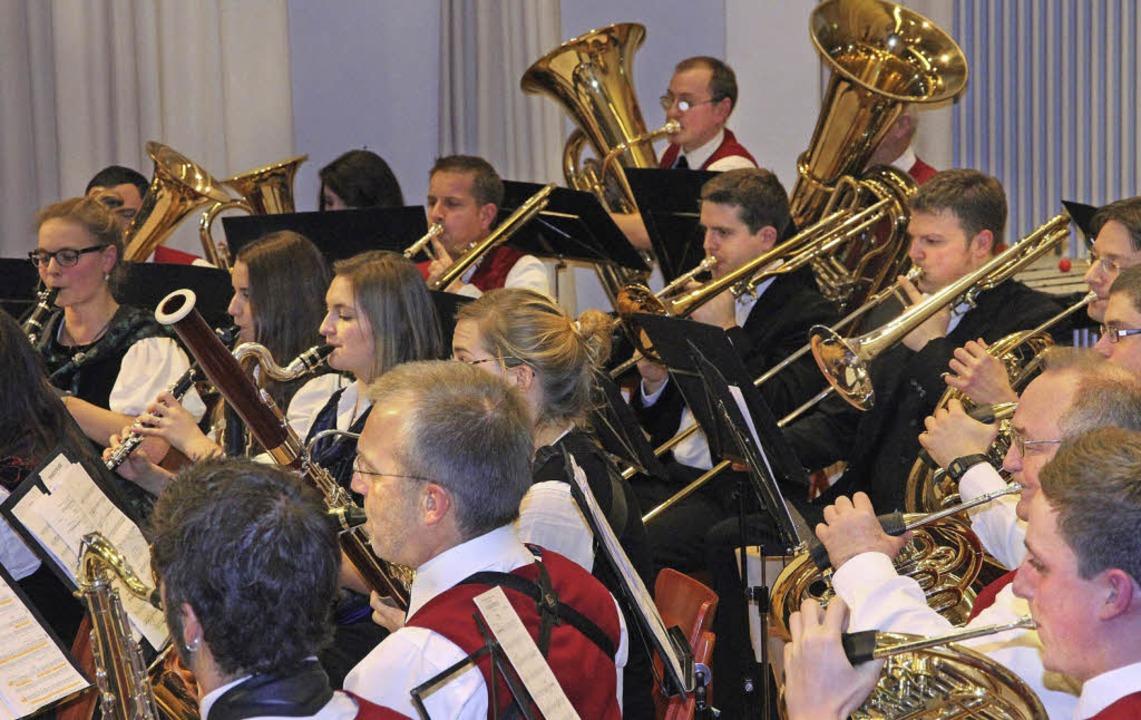 Die Trachtenkapelle Bollschweil bei ihrem Auftritt in der Möhlinhalle.  | Foto: Frowalt Janzer
