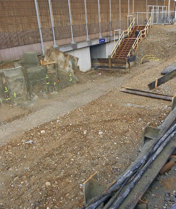 Die Bahnbaustelle in Eimeldingen ruht....nels auf der Anhöhe bei Welmlingen.     | Foto: langelott/seidt
