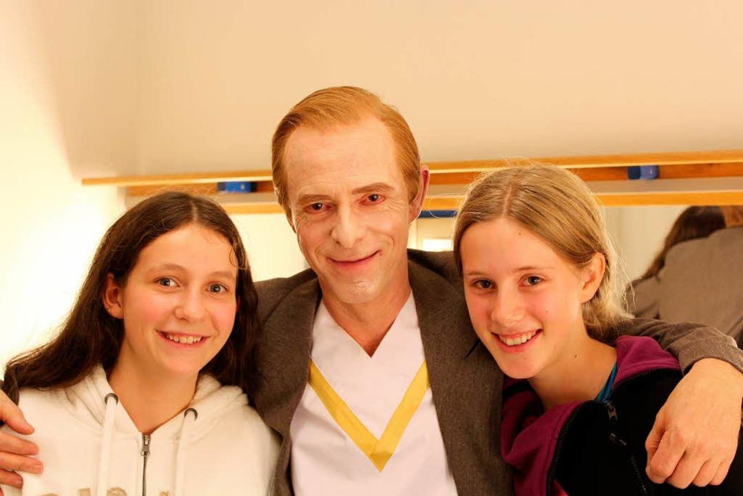 Karl-Heinz Brandt mit den beiden Reporterinnen  | Foto: privat