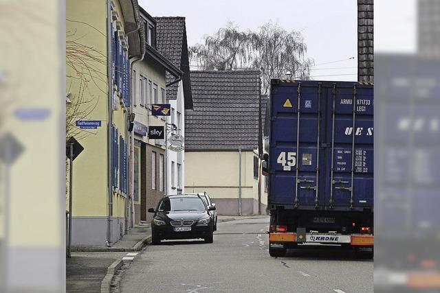 Straße oft dicht zugeparkt
