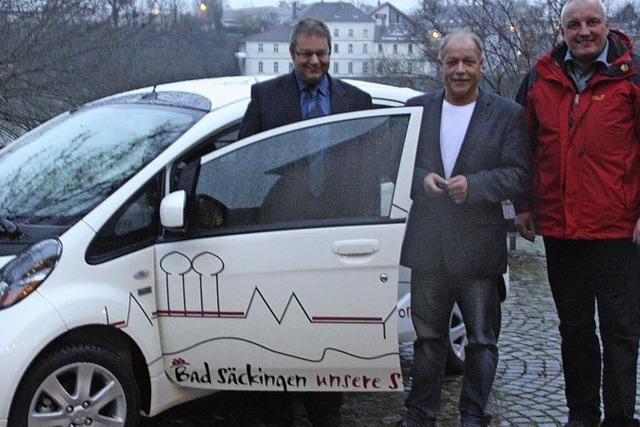 Stadt hat jetzt das erste Elektroauto in ihrer Flotte