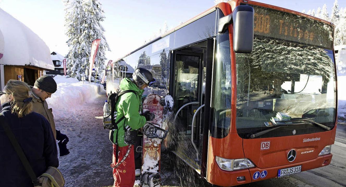 Wer mit dem Bus ins Skigebiet fährt, m...icht mühselig einen Parkplatz suchen.   | Foto: ZVG