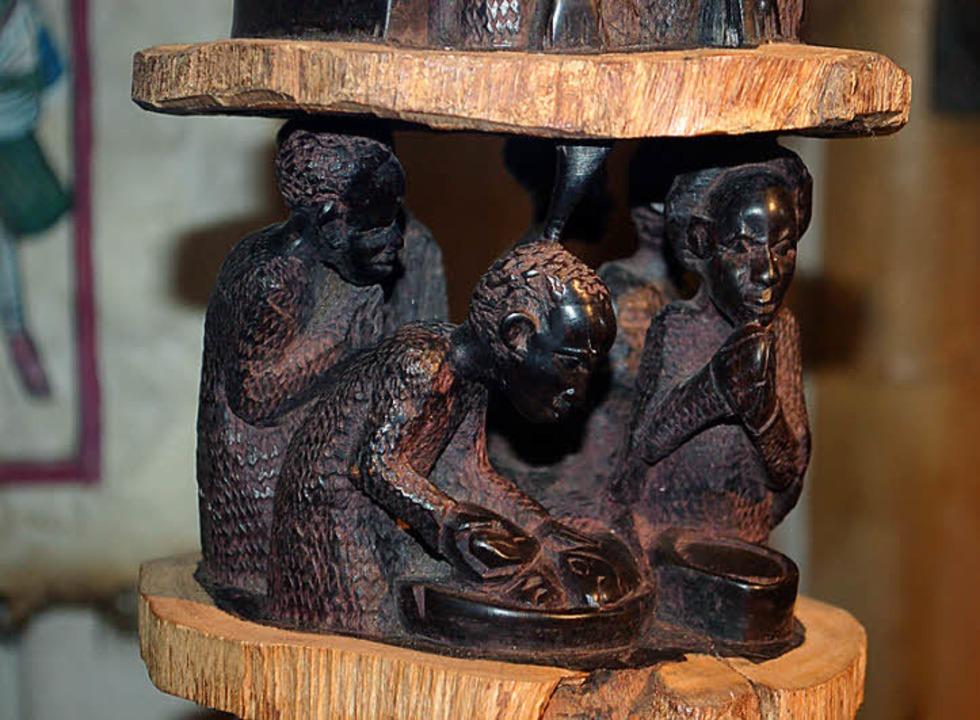Die Heilige Familie geschnitzt in Teakholz  | Foto: Privat