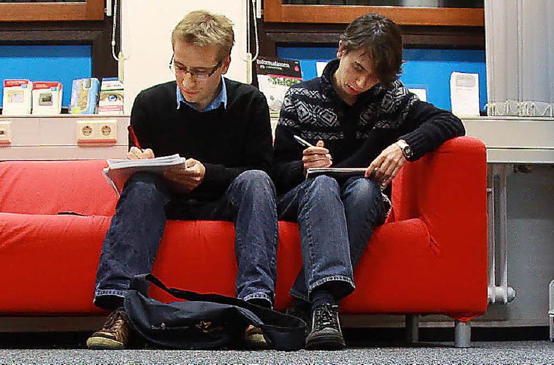 zwei freiburger studenten treten bei der debattier wm an freiburg badische zeitung. Black Bedroom Furniture Sets. Home Design Ideas