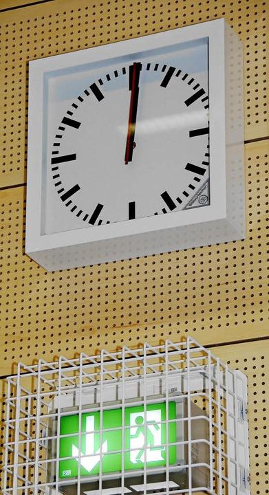 Fast schon nach 12: Gerade noch rechtzeitig ist die neue Halle fertig.  | Foto: Frank Kiefer