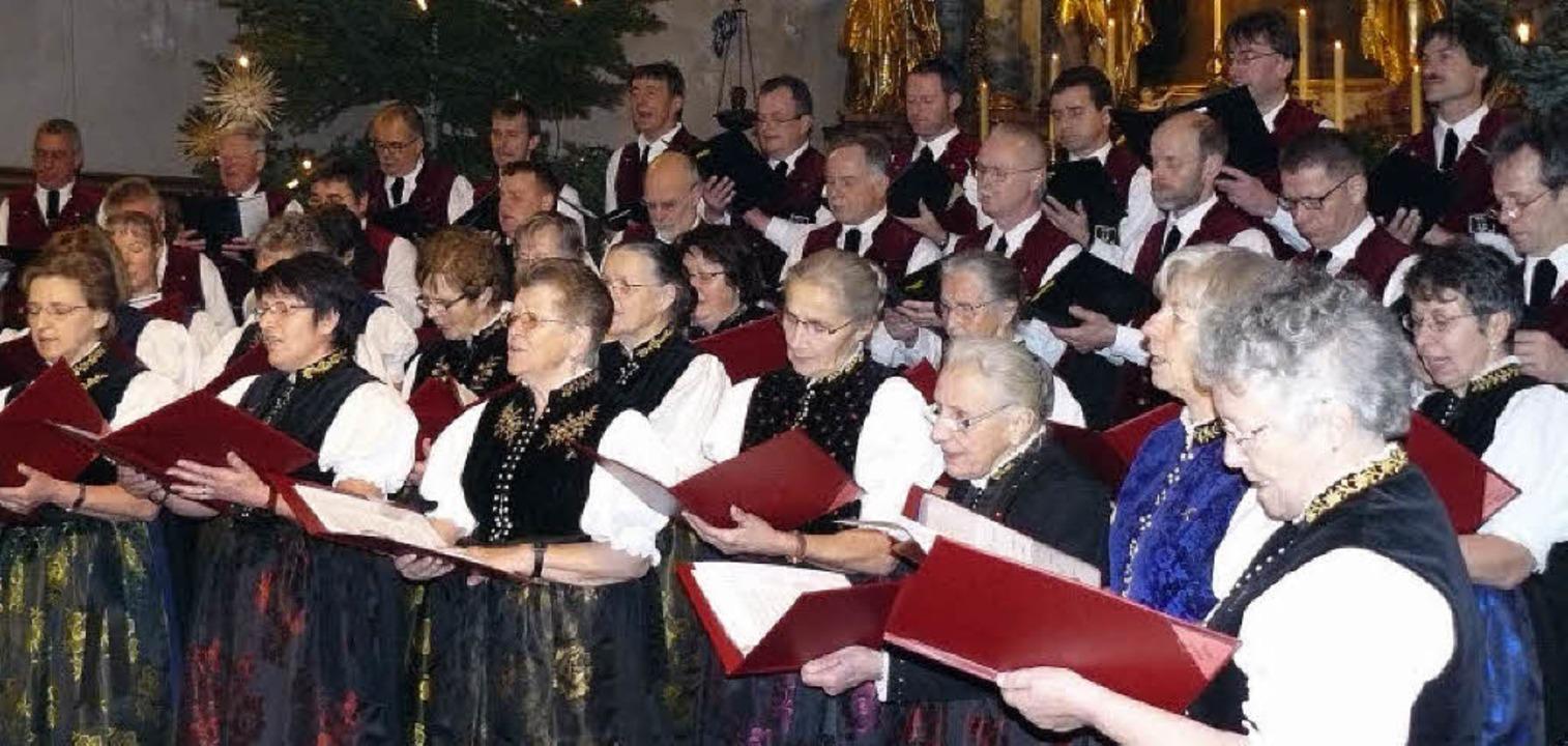 Männergesangverein St. Märgen und Land... die Pfarr- und Wallfahrtskirche ein.   | Foto: Edeltraud Blume