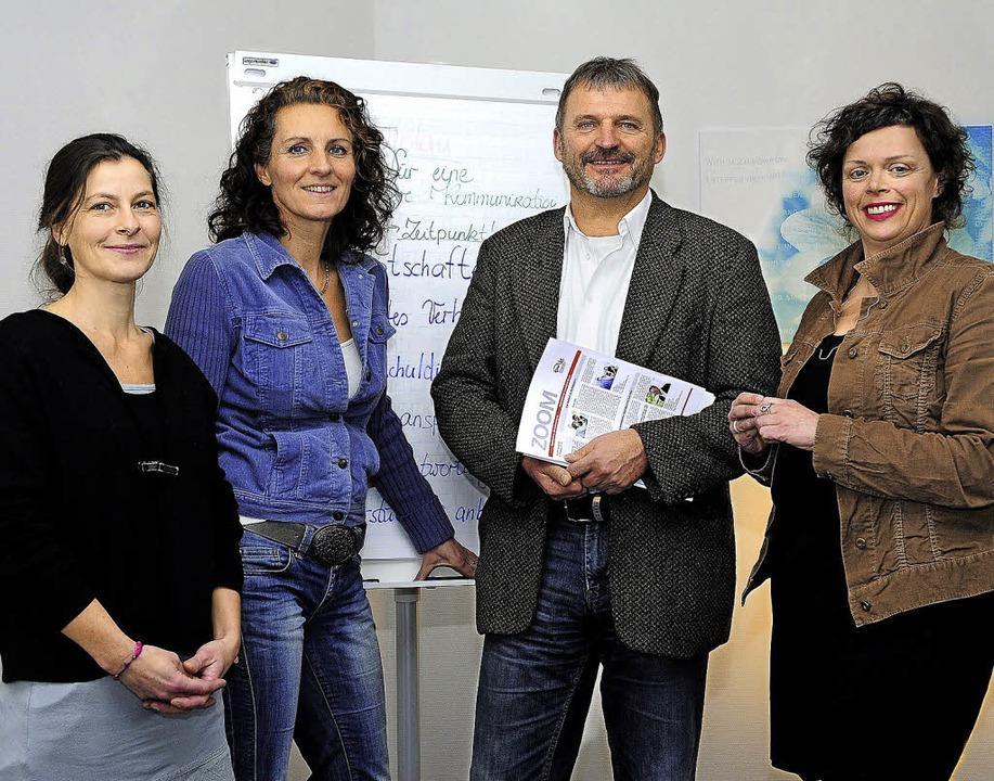 """Das Team der Tageseinrichtung """"T...Leitung) und Eva Schnurr (von links).     Foto: Thomas Kunz"""