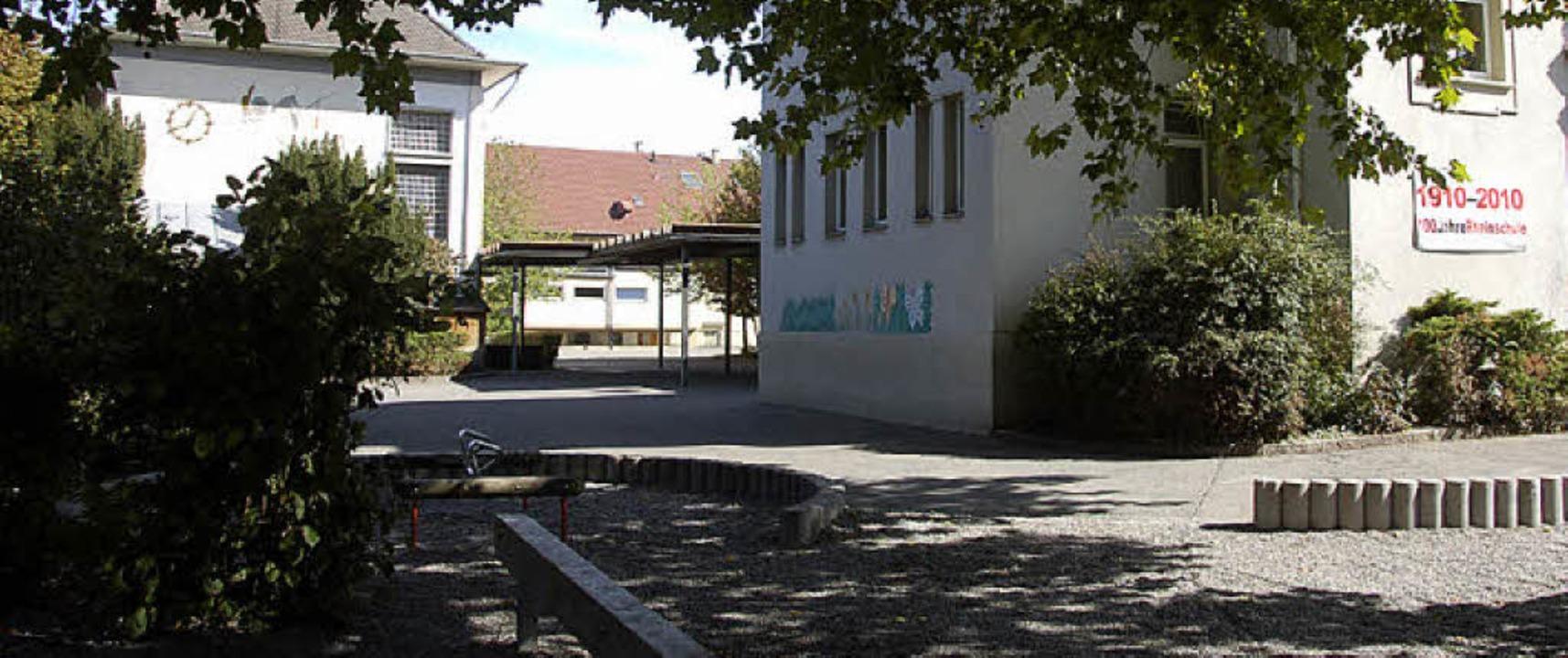 Knapp wird der Platz um die Rheinschul...nden Woche die Baumaschinen anrücken.     Foto: SENF