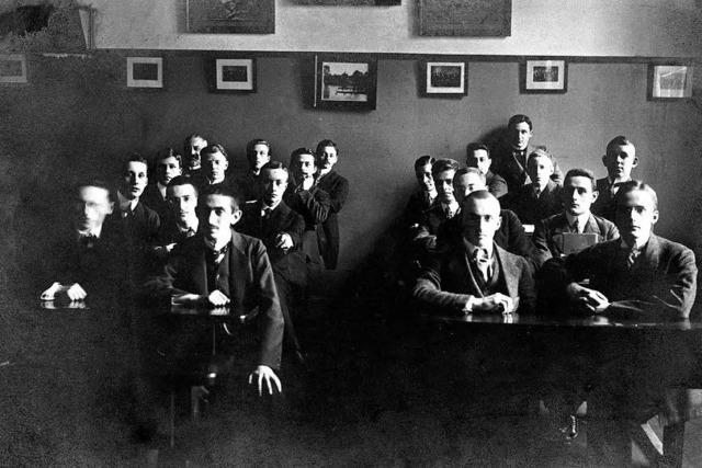 """""""Klassenbild mit Walter Benjamin"""": Die Lebenswege des Philosophen und seiner Mitschüler"""