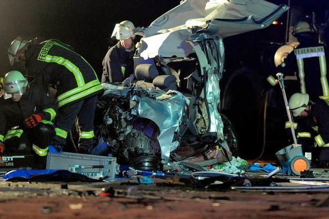 Zwei Tote bei Geisterfahrt eines 40-Tonners auf der A1