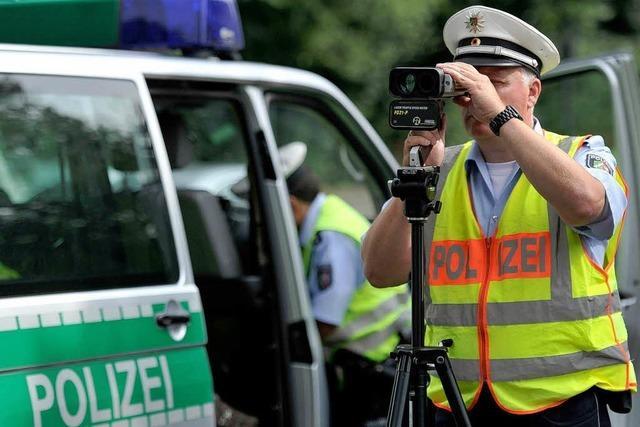 1266 Fahrer blitzt die Polizei an Neujahr auf der A5 bei Neuenburg