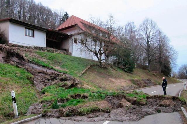Erdrutsche bei Endenburg – Schlamm blockiert Kreisstraße