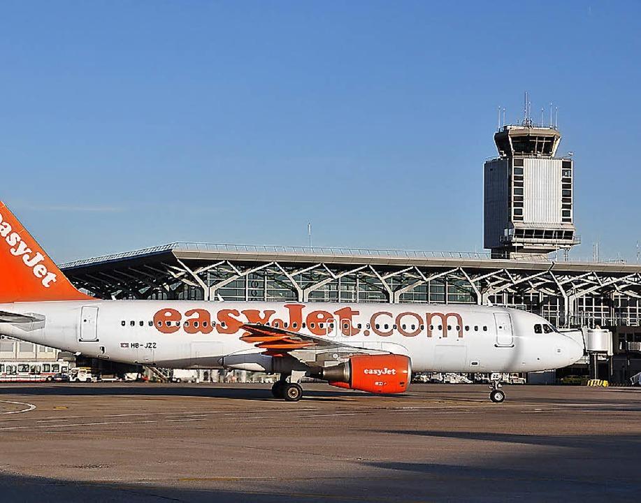 Billigflieger wie Easyjet bringen dem ...ele Passagiere mit eher wenig Flügen.   | Foto: Mahro