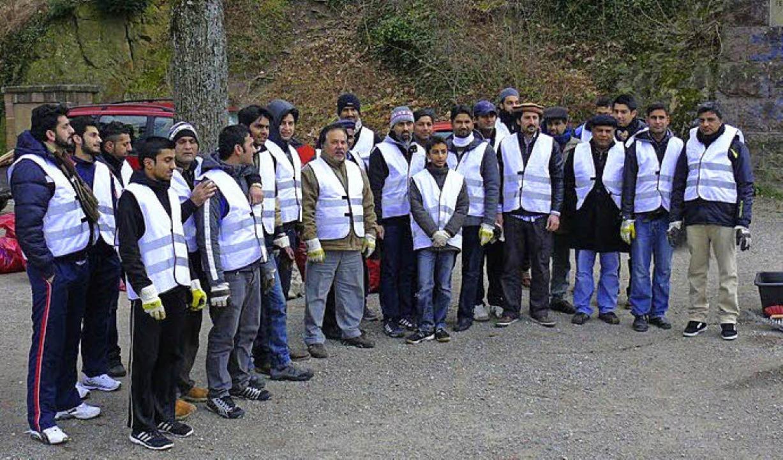 Alles sauber: Freiwillige der Ahmadiyya-Muslimgemeinde   | Foto: privat