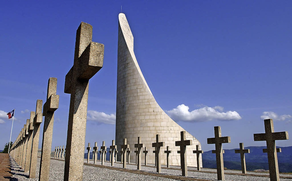Oberhalb des  ehemaligen Konzentration...en Nazis gequält und ermordet wurden.   | Foto: dpa