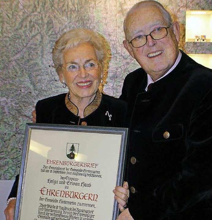 Helga und Erivan Haub freuen sich über...hrenbürgern von  Hinterzarten ernannt.  | Foto: Hans-Jochen Köpper